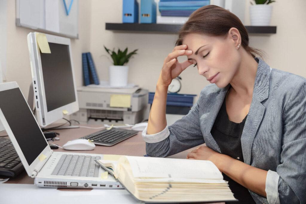 Жена на работа изпитва умора от липса на магнезий