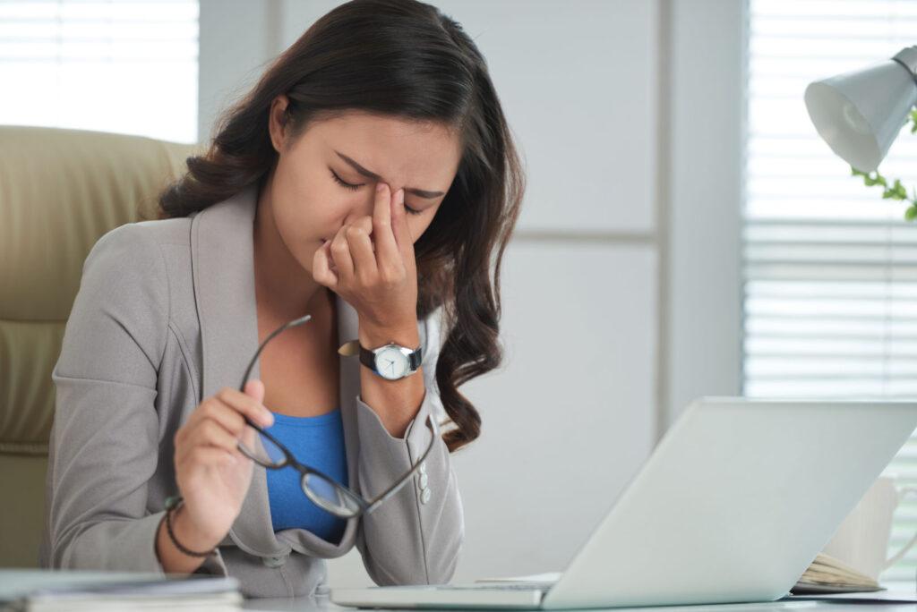 Жена в офис под стрес
